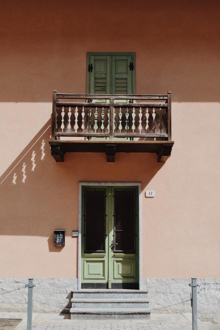 Jak wyselekcjonować dobrej jakości osłonę do balustrad balkonowych?