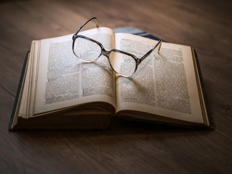 Jak wybrać idealne okulary do czytania dla siebie?