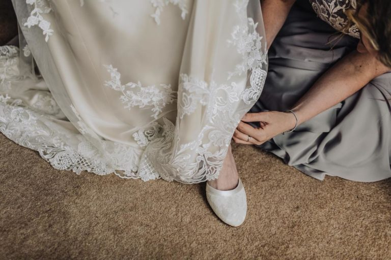 Co warto wiedzieć o sukniach dla druhen?