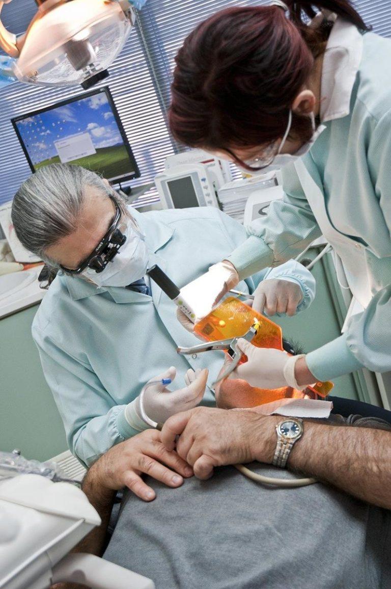 Łatwe i efektywne leczenie krzywizny zgryzu oraz zębów